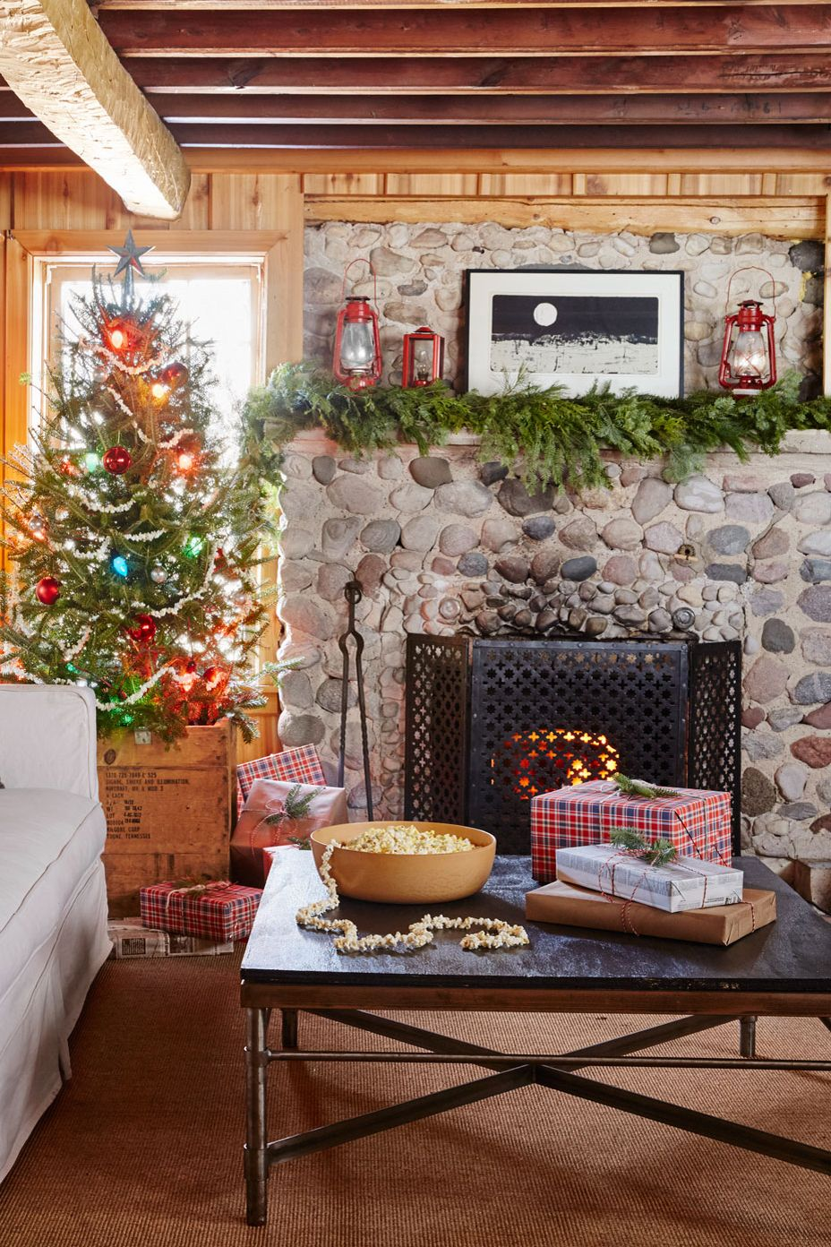 38 Christmas Mantel Decorations - Ideas for Holiday ...